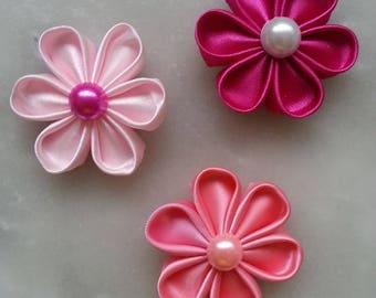 3 fleurs de satin dans les tons rose 5cm