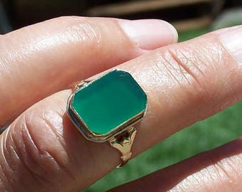 Vintage Green Onyx Ring ,  14K Y.G  SZ 7