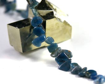 "baroque pearls in Apatite ""Ts"" thread, natural stone"