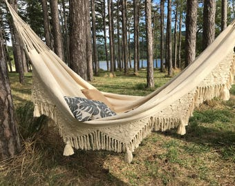 Design hammock with fringe and tassels, very trendy for a chic and Bohemian to the inside and outside, 2 people, ecru