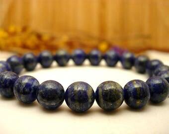 Lapis lazuli stones bracelet.