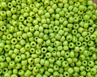 10 lime green seed bead gr 3mm♥ ♥