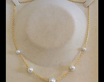 Necklace in shades of white glass beads