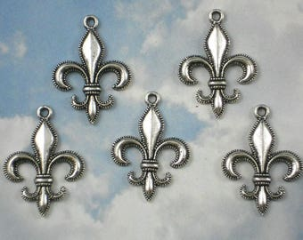 A set of 10 silver steampunk lily flowers