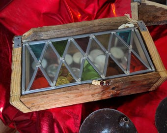 Wooden container with glass in lead lid