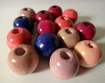 Set of 12 round wooden beads - shades of pink and purple