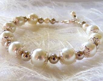 Silver White Pearl Bracelet, Bridal Bracelet, Handmade Wedding Jewelry, Brides Romantic Bracelet, Bridesmaids Jewelry, Gift for Her