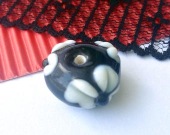 LARGE BEAD LAMPWORK embossed black and white 20 x 12 mm (K27)