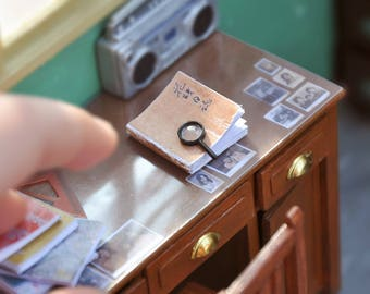 Miniature magnifier reading glass magnifying glass dollhouse