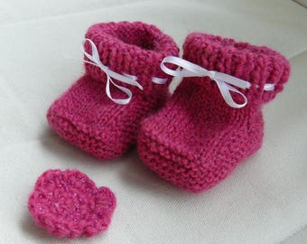 set slippers and pink hair clip