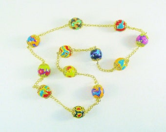 Short, multicolor and gold necklace.