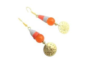 Boucles d'oreille ethniques, boucles d'oreille, pendants d'oreilles, dormeuses, perle papier gris-orange, graphique