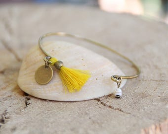 Bangle / mustard yellow pompom