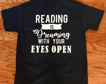 Readers are Leaders! Perfect for teachers or avid readers!