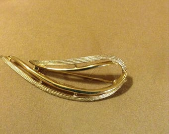 Leaf Shaped Gold Tone metal Brooch