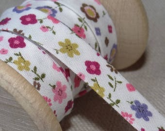 Small multicolored flowers - ruffles bias