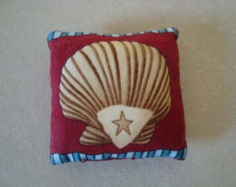 Little cushion for decoration or spade hands - shell