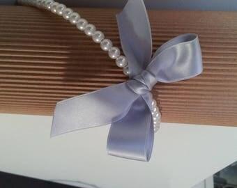 Pearl bow headband entirely in grey