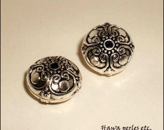 """2 """"Flower"""" 16 x 16 mm antique silver Metal engraved flat round beads"""