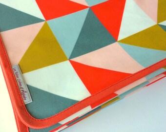 Nappe en toile de coton enduit motif triangles corail, bleu ancien, rose - sur commande