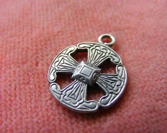 B) Vintage Sterling Silver Charm Canterbury cross