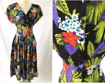 True Vintage Figure Flattering Pin-Up Girl Rockabilly Dress in Hawaiian Tropical Floral Dress