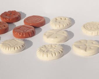 10 pieces of red and white ceramic game