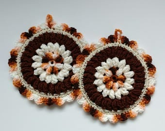 Brown and White Floral Hot Pad Set