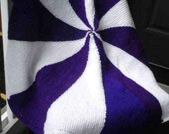 Hand knit round blanket