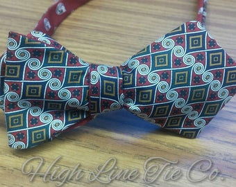 Beautiful bow tie made from a Countess Mara vintage necktie on one side and another vintage necktie on the other side, Self-tie, Reversible,