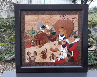 Picture inlaid Alice in the land of Wonderland.