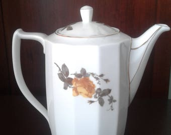 Tea Pot by Hertel Jacob Bavaria in art Deco style.