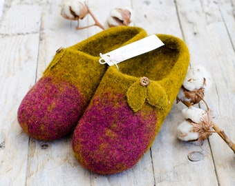 Hand felted slippers for woman, felt slippers, Wool shoes for house, Slippers with leaves and a button, trending slippers