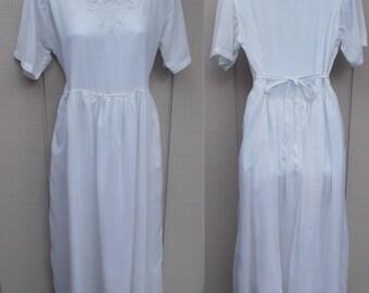 90s Vintage White Cotton Gauzy Empire Waist Tie-Back Smock Midi Dress // Sz Lge