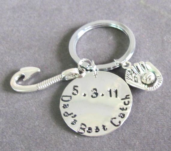 Daddy's Best Catch Keychain,Fish hook Key Chain,Daddys keepers hand stamped Date keychain, Gift for Dad, Fathers day gift, Free Shipping USA