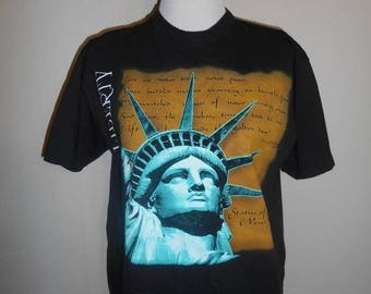 Closing Shop 40%off SALE Vintage 90's     NYC New York City    Statue of Liberty tee t shirt tshirt      clothing clothes