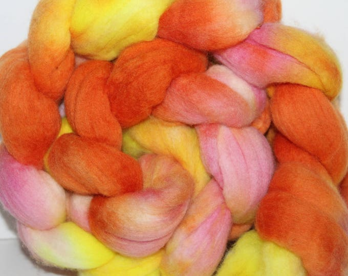 Handpainted  Merino Wool Top. Super fine. 19 micron  Soft and easy to spin. 4oz  Braid. Spin. Felt. Roving.M293
