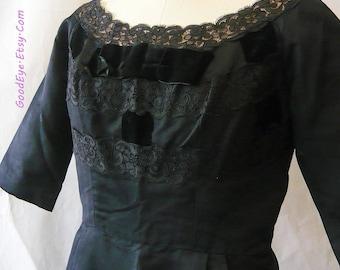 Fab 50s Short Sleeve Bombshell Wiggle Dress / size 8 10 12 medium / Black Cocktail Lace Velvet Trim Shelf Bust VLV / Terry Allen made USA