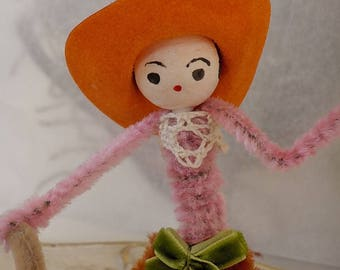 Vintage Style / Pipe Cleaner Cowgirl Figure / Vintage Craft Supplies / Vintage Spun Cotton Head / Flocked Cowboy Hat / Frog