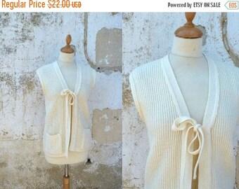 ON SALE Vintage 1970 simple sleeveless cardigan size M