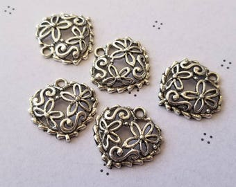 Antiqued silver heart charms (5)