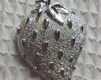 Vintage Rare Sarah Coventry Silver  Strawberry Pin Brooch