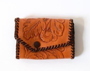 SUMMER SALE / 20% off Vintage 60s 70s Tooled Brown Leather Key Wallet