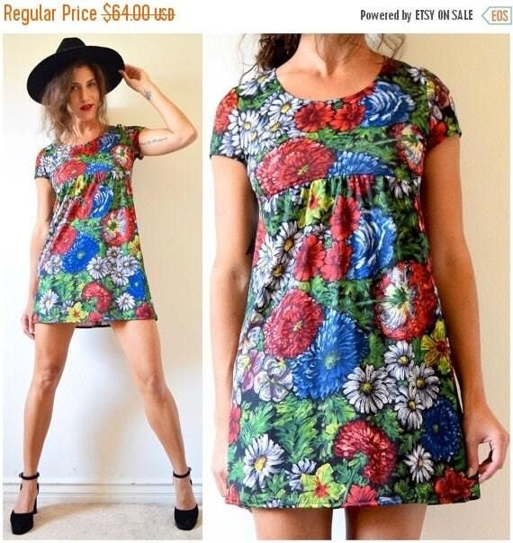 SUMMER SALE / 20% off Vintage 70s Floral Print Babydoll Mini Dress (size small, medium)