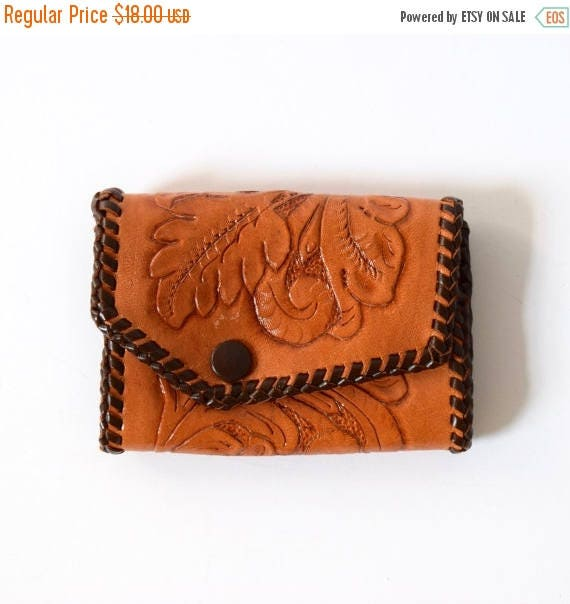 SUMMER SALE / 20% off Vintage 60s 70s Tooled Brown Leather Key Wallet