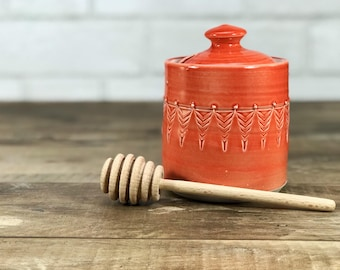 Red honey pot. Porcelain honey pot. Red glazed jar with stamped pattern. Ceramic honey pot. Wooden honey dipper. Red kitchen decor. Handmade
