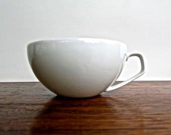 Walter Gropius Designed 1974 Gropius White Teacup, Rosenthal Studio-Linie, White Porcelaine Tea Cup