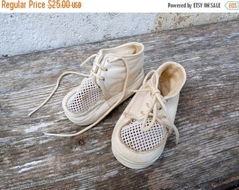 ON SALE Vintage French 1950/1960s white  baby shoes leather & filet