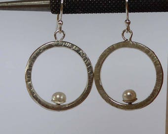 round Silver earrings with freshwater pearl