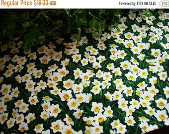 SALE Table Runner Spring Daffodils White Yellow Padded